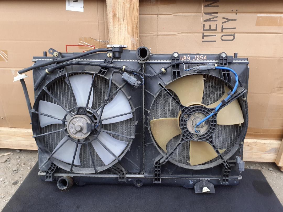 Радиатор двс Honda Inspire UA4 J25A (б/у)