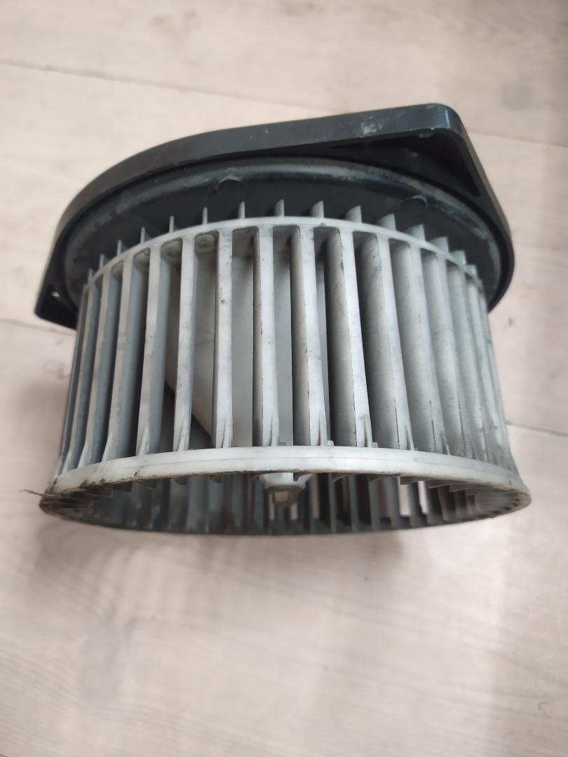 Мотор печки Nissan Avenir HU14 (б/у)