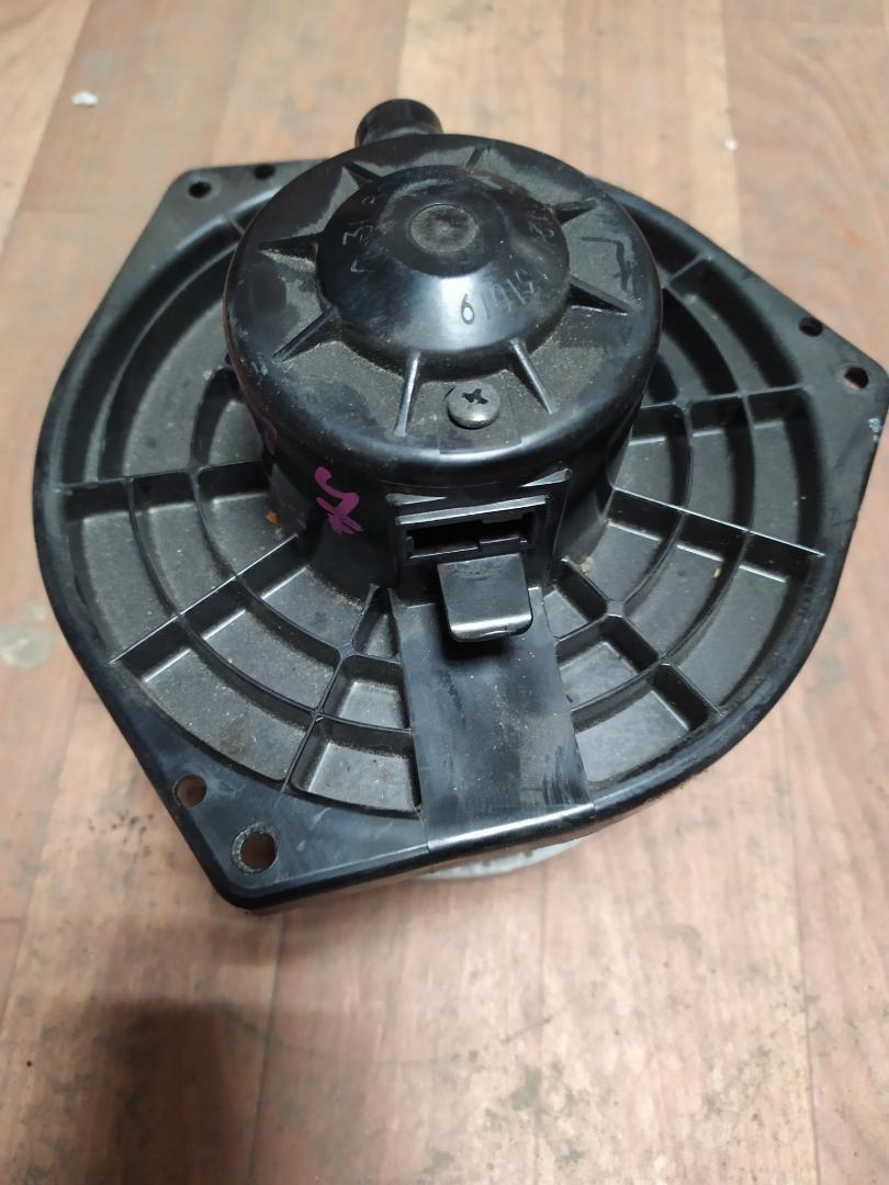 Мотор печки Nissan Avenir RNW11 (б/у)
