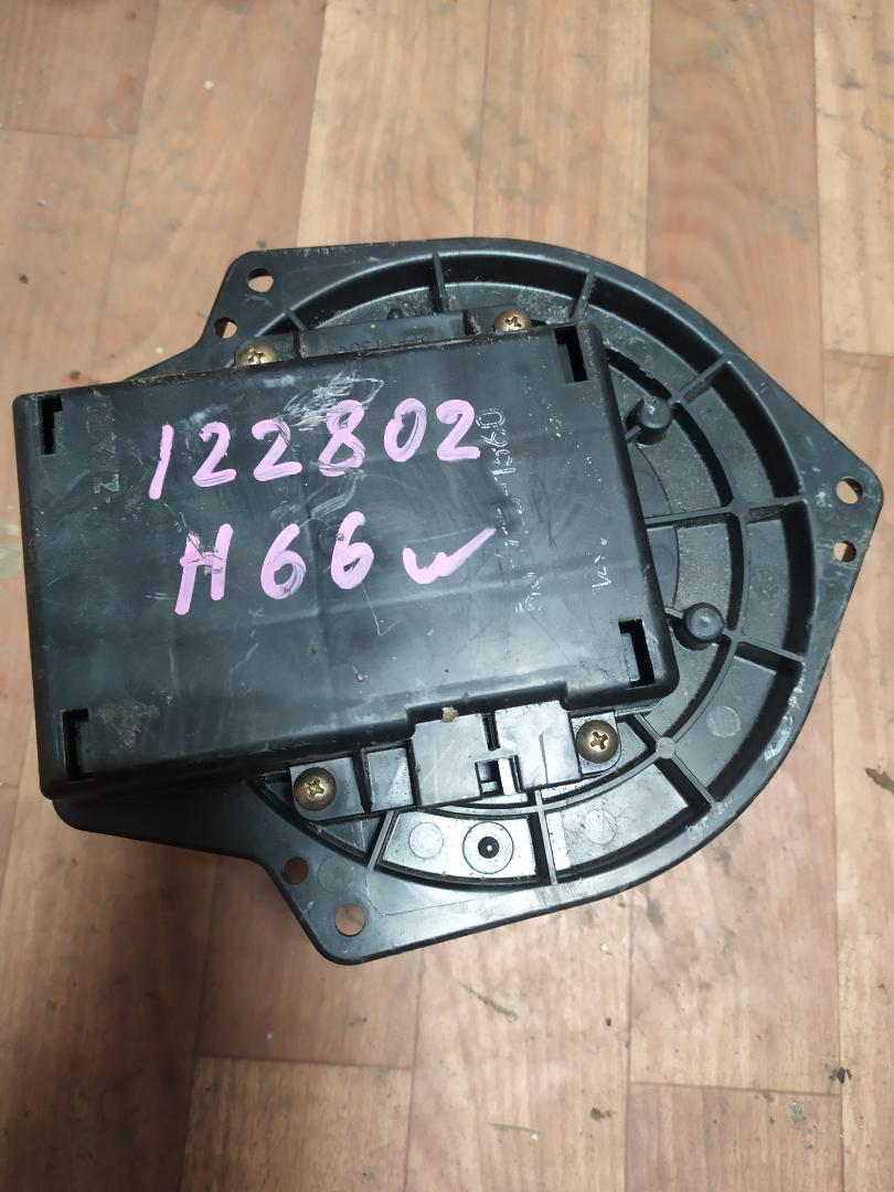Мотор печки Mitsubishi Pajero Io H65W (б/у)