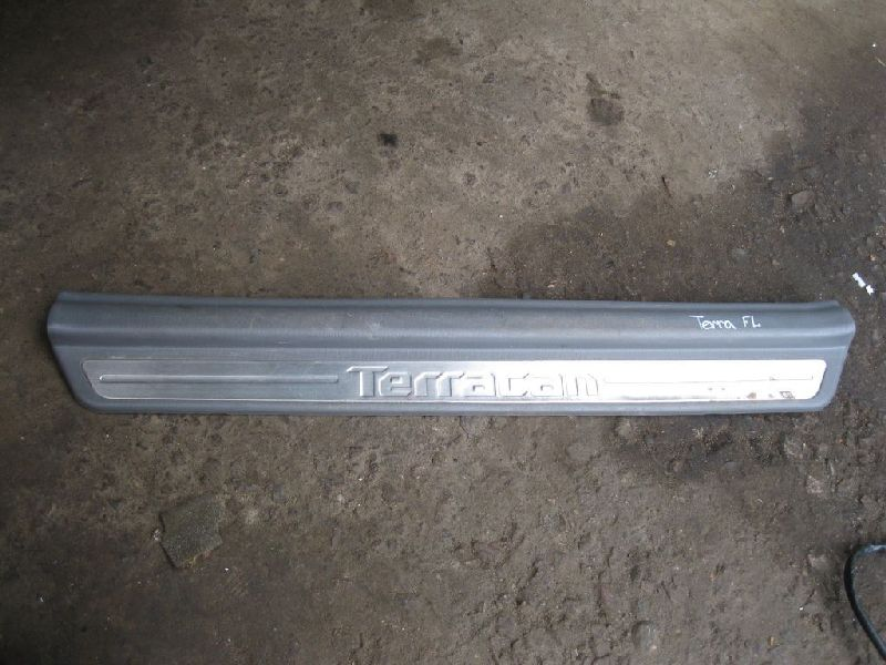 Накладка на порог Hyundai Terracan EF 2.5TD 2003 2004 2005 2006 (б/у) 84250H1002