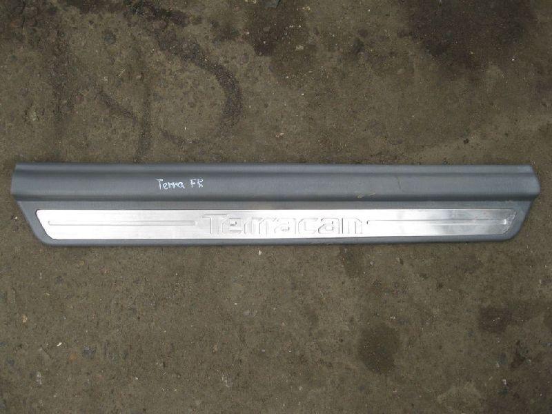 Накладка на порог Hyundai Terracan EF 2.5TD 2003 2004 2005 2006 (б/у) 84260H1002