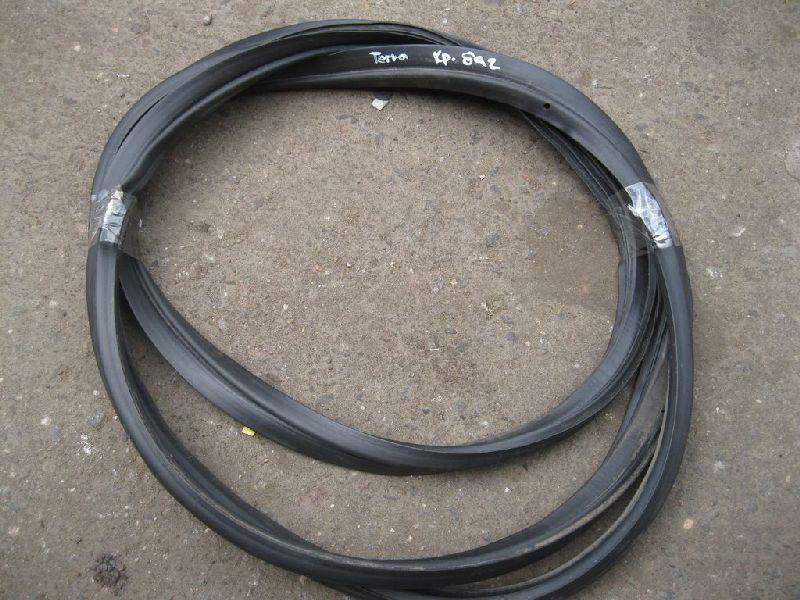 Уплотнительная резинка Hyundai Terracan EF 2.5TD 2003 2004 2005 2006 (б/у) 81810H1000