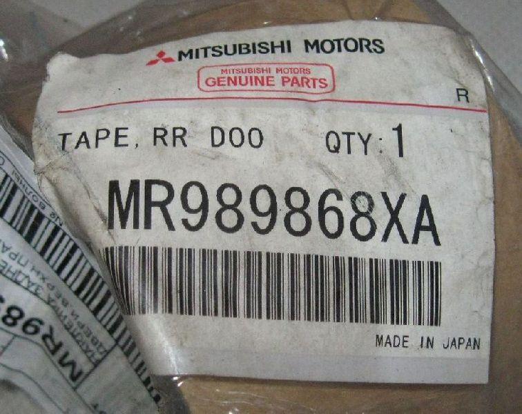 Наклейка Mitsubishi Grandis NA4W 4G69 2004 задняя правая MR989868XA