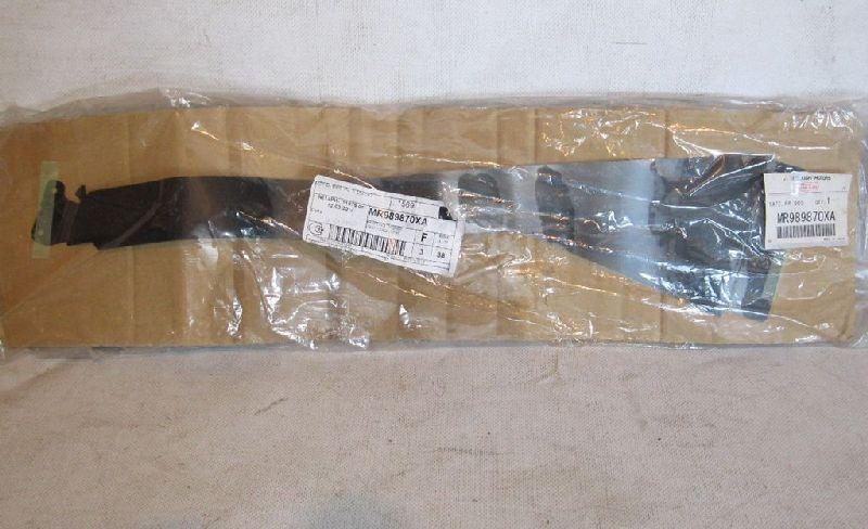 Наклейка Mitsubishi Grandis NA4W 4G69 2004 задняя правая MR989870XA