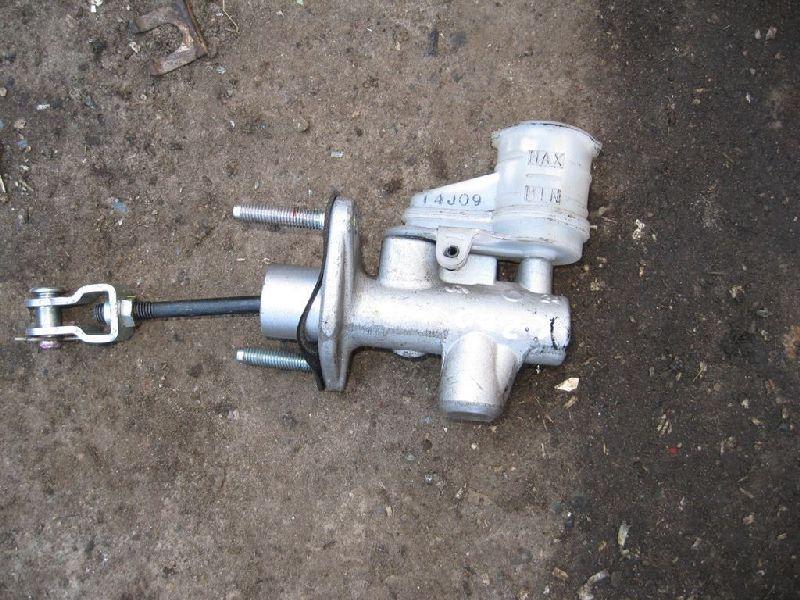 Главный цилиндр сцепления Mitsubishi L200 2005- KB4T 4D56 2005 (б/у) 2345A015