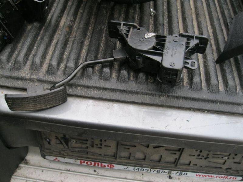 Педаль газа Mitsubishi L200 2005- KB4T 4D56 2005 (б/у) MR992933