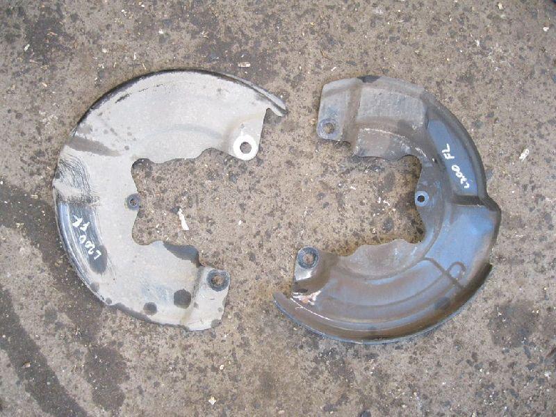 Пыльник тормозного диска Mitsubishi L200 2005- KB4T 4D56 2005 передний левый (б/у) MN102281