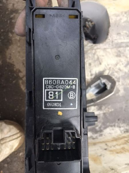 Блок управления стеклами Mitsubishi Outlander 1 CU2W 4G63 2003 передний левый (б/у) 8608A044