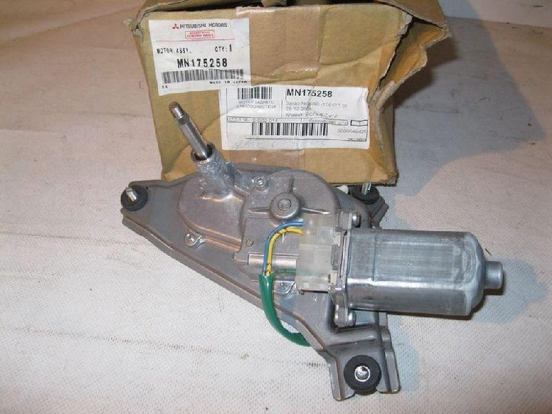 Мотор стеклоочистителя заднего Mitsubishi Outlander 1 CU2W 4G63 2003 задний MN175258