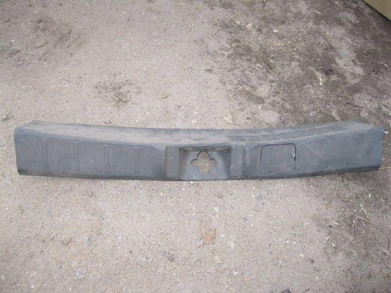 Накладка задней панели Mitsubishi Outlander 3 GF2W 4B10 2012 (б/у) 7240A135
