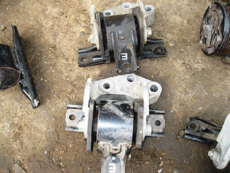 Подушка двигателя Mitsubishi Outlander Xl CW1W 4B11 2006 2007 2008 2009 2010 2011 2012 правая (б/у) MN184296