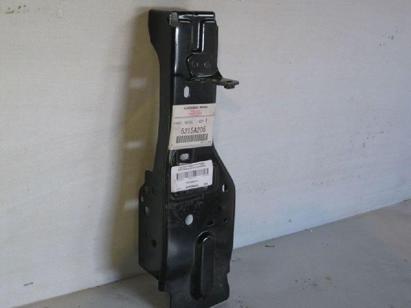 Суппорт радиатора Mitsubishi Outlander Xl CW1W 4B11 2006 2007 2008 2009 2010 2011 2012 левый 5215a205