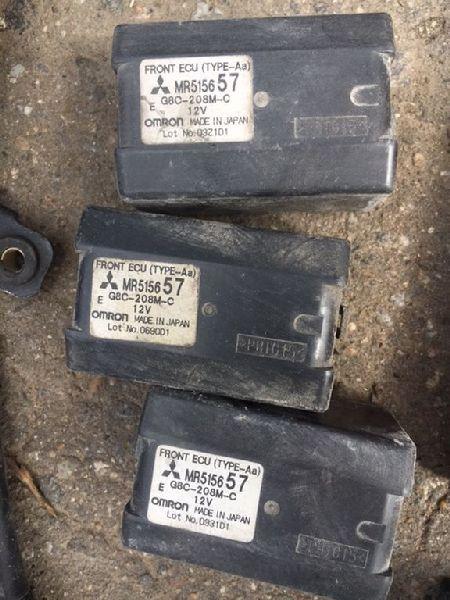 Блок реле Mitsubishi Pajero 3 V64W 4D56 2000 (б/у) MR515657