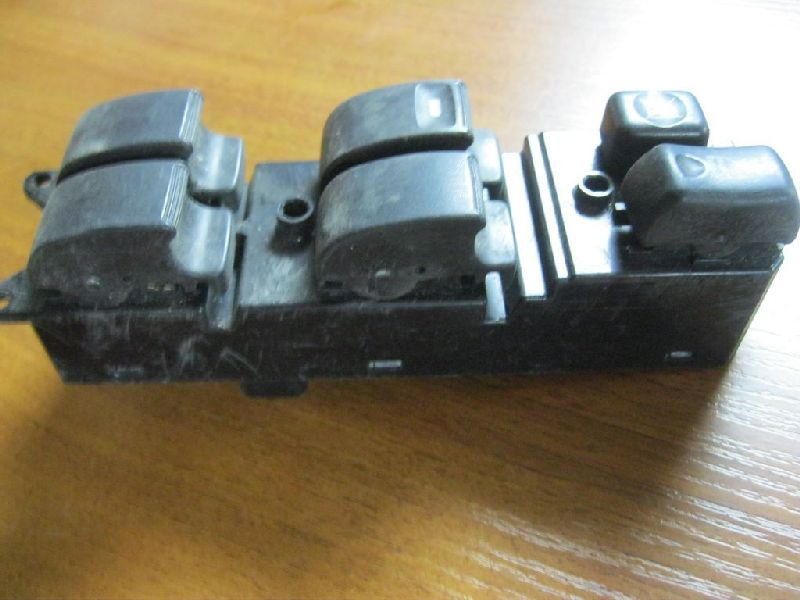 Блок управления стеклами Mitsubishi Pajero 3 V64W 4D56 2000 передний левый (б/у) MR587943