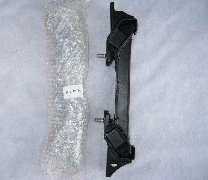 Подушка кпп Mitsubishi Pajero 3 V64W 4D56 2000 MR448194