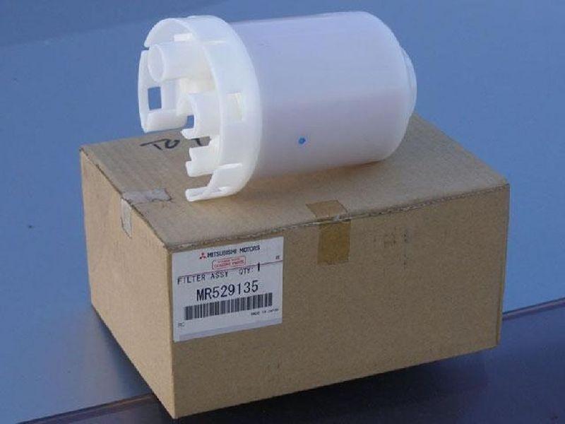 Фильтр топливный Mitsubishi Pajero 3 V64W 4D56 2000 MR529135