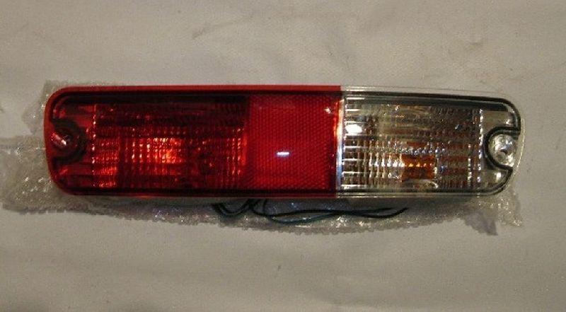 Фонарь в бампер Mitsubishi Pajero 3 V64W 4D56 2000 задний правый MN133776