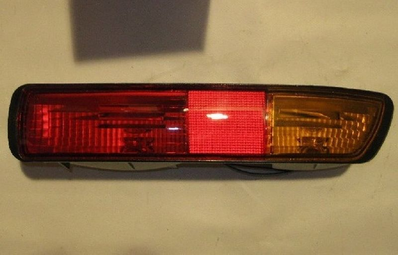 Фонарь в бампер Mitsubishi Pajero 3 V64W 4D56 2000 задний правый MR508784