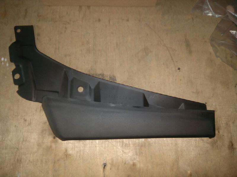 Брызговик бампера Mitsubishi Pajero 4 V87W 4M41 2006 передний правый MB42031R