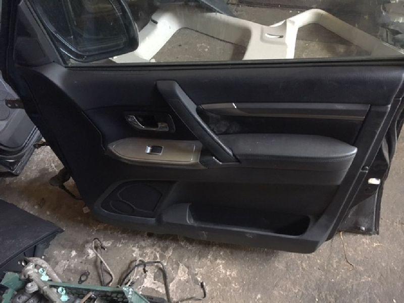 Обшивка двери Mitsubishi Pajero 4 V87W 4M41 2006 передняя правая (б/у) 7221A408XB