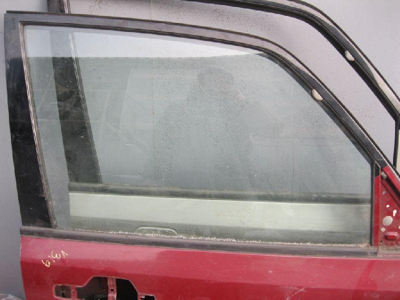 Стекло двери переднее Mitsubishi Pajero 4 V87W 4M41 2006 переднее правое (б/у) MR436974
