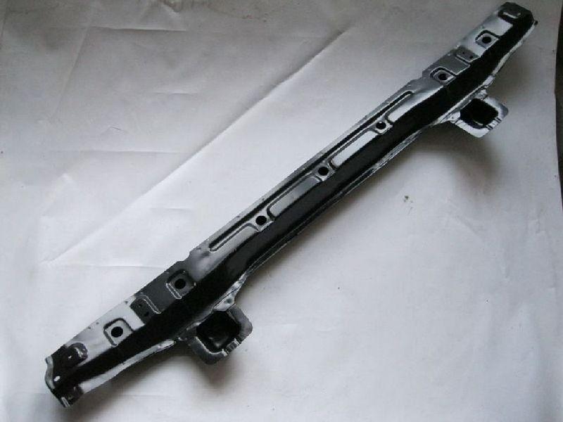 Усилитель бампера Mitsubishi Pajero 3 V87W 4M41 2006 передний нижний MR485700