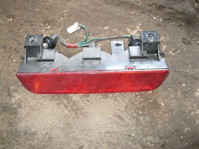 Фонарь в крышку багажника Mitsubishi Pajero 4 V87W 4M41 2006 задний (б/у) MR490839