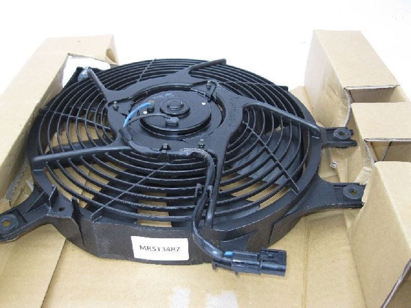 Диффузор радиатора кондицианера Mitsubishi Pajero Sport 1 K97W 4D56 1998 MR513487