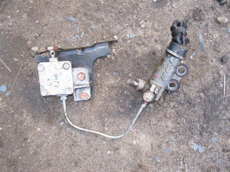 Рабочий цилиндр сцепления Mitsubishi Pajero Sport 2 KH4W 4D56 2008 2009 2010 2011 2012 2013 2014 2015 (б/у) MR980832
