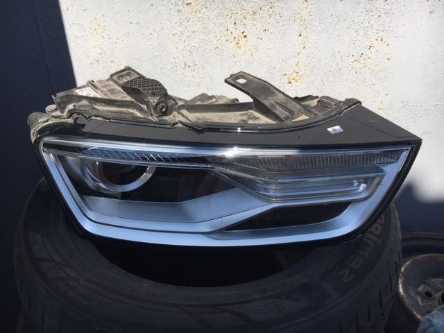 Фара Audi Q3 1 1.4 передняя правая (б/у) 8U0941006