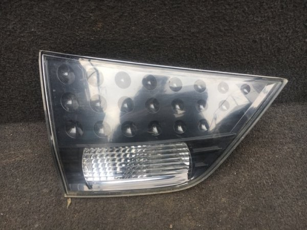 Фонарь в крышку багажника Mitsubishi Outlander Xl CW6W 3.0 2011 задний левый (б/у) 8331A065