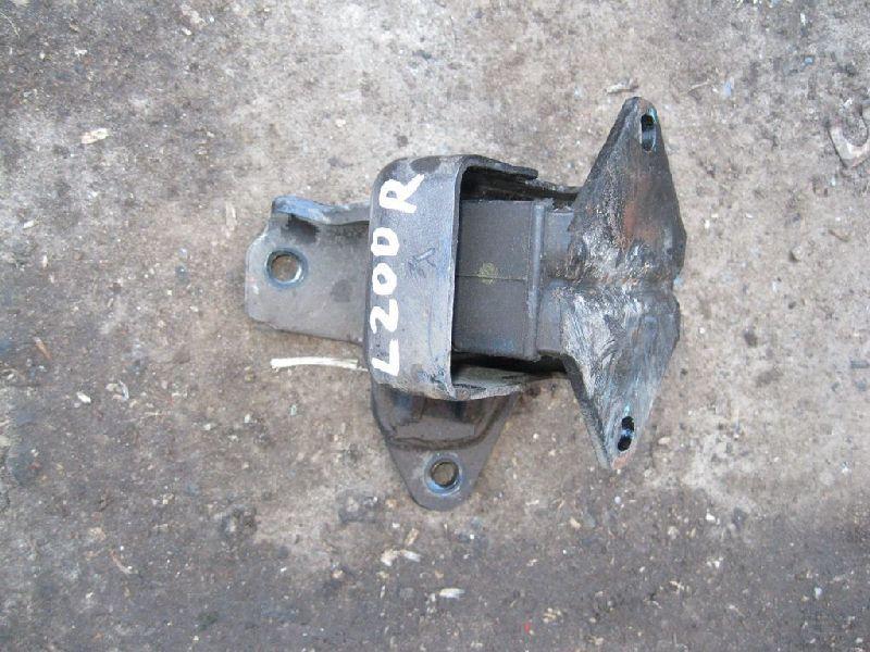 Подушка двигателя Mitsubishi L200 2005- KB4T 2.5D 2005 (б/у) MR992670