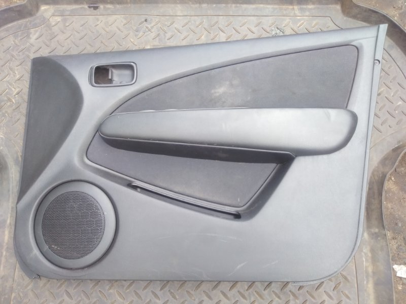 Обшивка двери Mitsubishi Outlander 1 CU5W 4G69 2004 передняя (б/у) MR456050