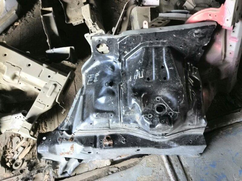 Брызговик лонжерона Mitsubishi Pajero 3 V64W 4D56 2000 передний правый (б/у) 5220A37