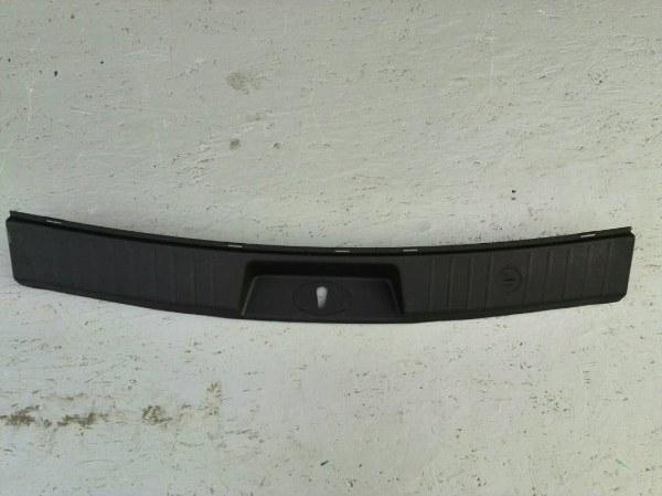 Накладка задней панели Hyundai Ix-55 (б/у) 857703J000WK