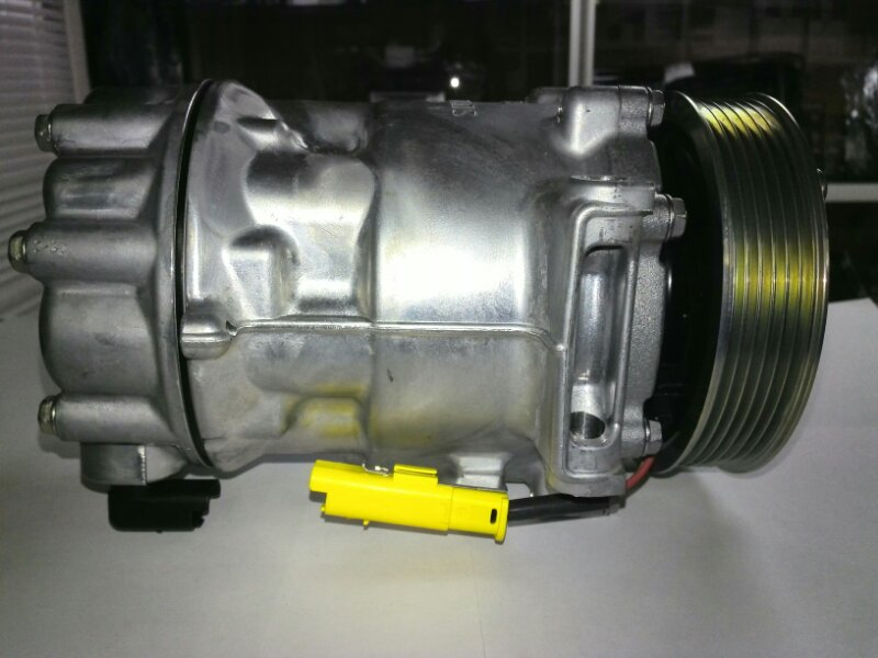 Компрессор кондиционера Citroen C4 (б/у) 9825868180