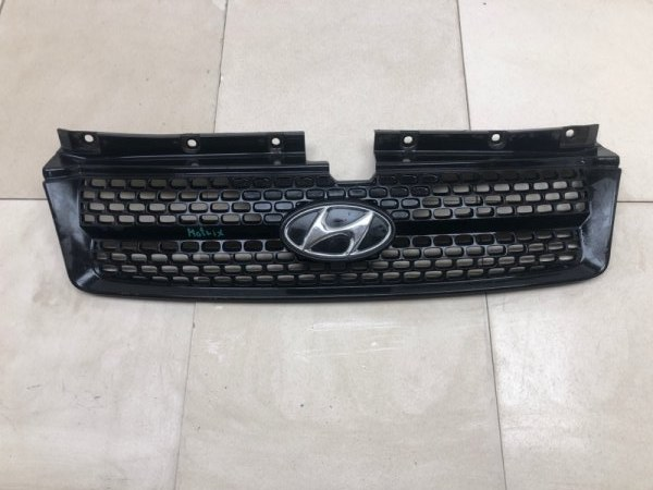 Решетка радиатора Hyundai Matrix BE 1.6 2001 (б/у) 8656117400