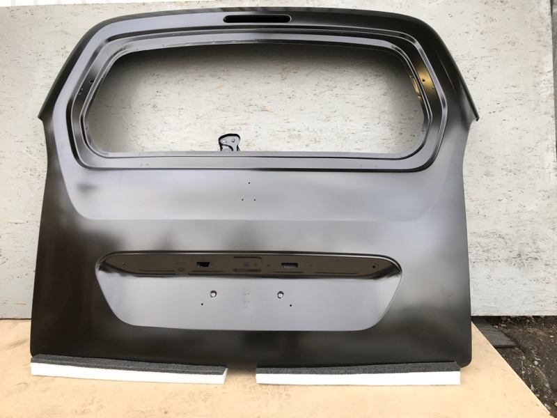 Крышка багажника Peugeot Partner B9 задняя (б/у) 9811028680
