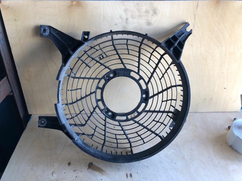 Диффузор радиатора кондицианера Mitsubishi Pajero 3 (б/у) MR500911