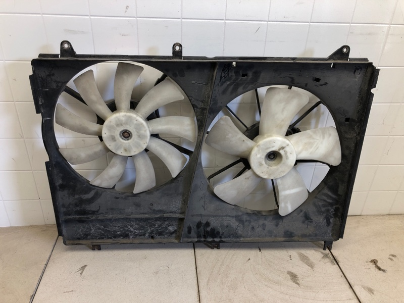 Диффузор радиатора двигателя Mitsubishi Endevor D71W (б/у) MR968066