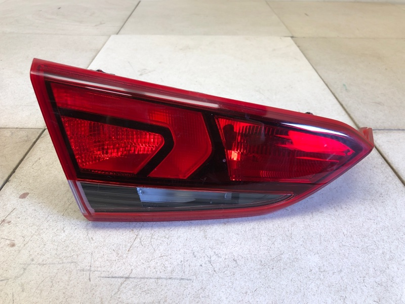 Фонарь в крышку багажника Hyundai Solaris 2 H5 G4LC 2017 задний левый (б/у) 92403H5000