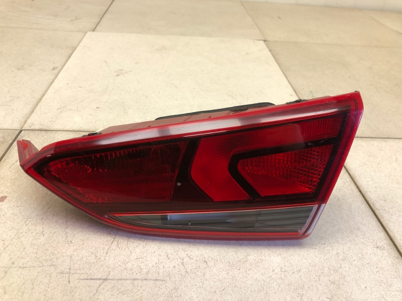 Фонарь в крышку багажника Hyundai Solaris 2 H5 G4LC 2017 задний правый (б/у) 92404H5000