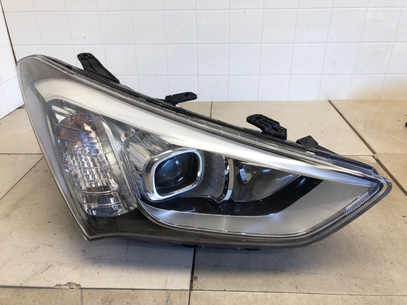 Фара Hyundai Santa Fe 3 DM 2.0TD 2012 2013 2014 2015 2016 2017 2018 2019 передняя правая (б/у) 921022W116