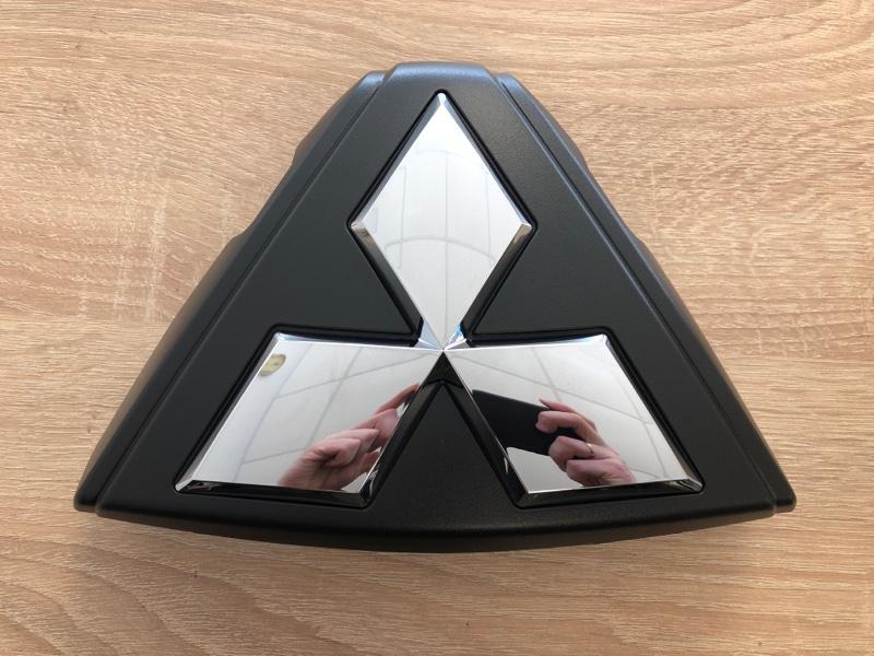 Эмблема Mitsubishi Pajero Sport 3 KS1W 4N15 7450A990