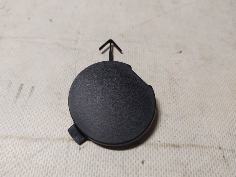 Заглушка буксировочного крюка бампера Mazda Mazda 2 DE 1.3 2007 передняя (б/у) D01N50A11