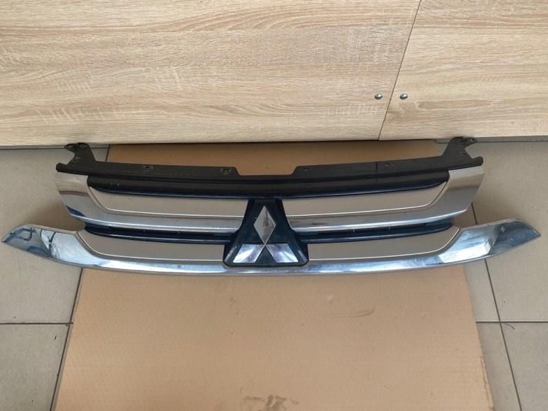 Решетка радиатора Mitsubishi Outlander 3 GF2W 4B11 2015 (б/у) 7450A967