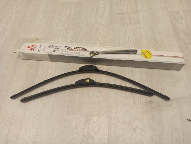 Щетки стеклоочистителя Mitsubishi Grandis NA4W 4G69 2004 2005 2006 2007 2008 2009 2010 передние MZ690425