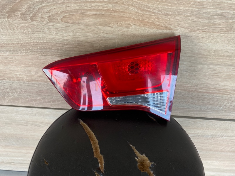 Фонарь в крышку багажника Kia Rio DX 1.4 2015 задний правый (б/у) 924044X500