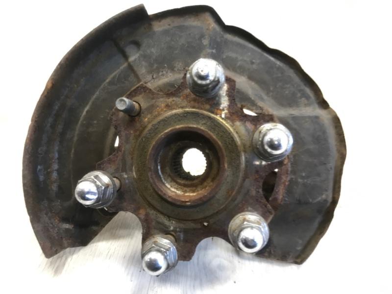 Кулак поворотный Mitsubishi Pajero 3 V64W передний правый (б/у)